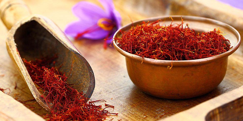 خواص زعفران، طلای سرخ ایران و کاربرد آن در آشپزی